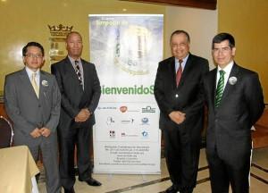 Dr. José Muñoz, Dr. Michel Volcy, Dr. José Vargas y el Dr. Mauricio Rue-da Sánchez.