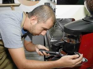 Como especialista en el café, José Manuel empezó por comprar su máquina express y seleccionar el mejor café.