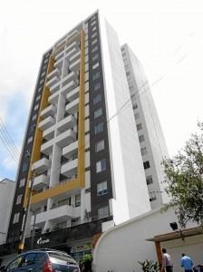 El edificio Altoprado está ubicado en el barrio El Prado.