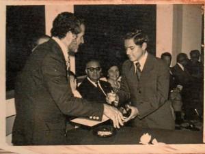Don Armando Puyana en la ceremonia de graduación de bachilleres de 1973.