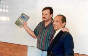 Tibero Gómez Bohórquez junto al docente fallecido Juan de Dios Martínez.
