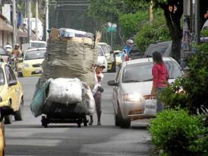 La comunidad vecina del parque de Leones pide a los recicladores no regar la basura.