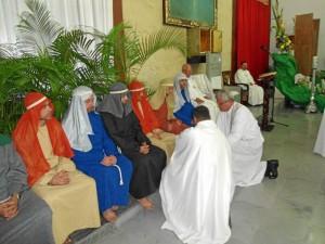 El lavatorio de los pies y los discípulos representados por el Movimiento Pastoral para Profesionales Católicos, MPPC.