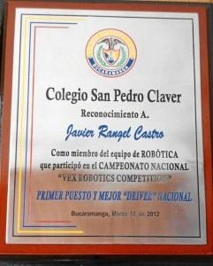 La placa que lo certifica como participante del Campeonato Nacional de Robótica.