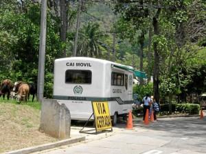 La comunidad vecina pide a la Policía hacer controles más estrictos con los carros mal estacionados en esta zona.