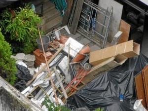 El lector adjuntó fotografías de los escombros y basuras.