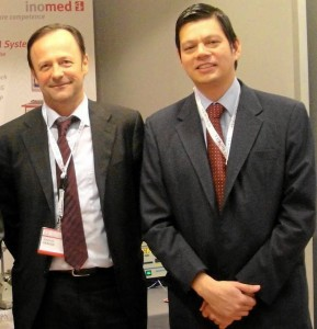 El profesor y doctor Joachim Kraus, neurocirujano alemán y William Omar Contreras López, neurocirujano bumangués.