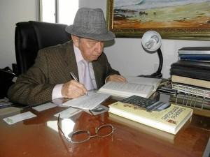 Rodrigo González Rodríguez es un estudioso y crítico del lenguaje.