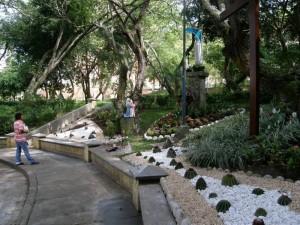 La gruta quedó lista para el Domingo de Ramos, cuando la parroquia San Pío hizo la bendición de ramos.