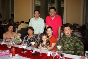Vicki Puertas, Nicolás Rivera, Esperanza de Trillos, Aura María Trillos, Samantha Suárez Trillos, Cr. Jaime Rivera, Benjamín Trillos y Carlos Suárez.