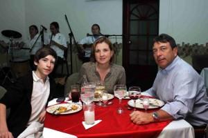 Diego Fernando Yepes, Ángela María Rueda y Fernando Yepes.