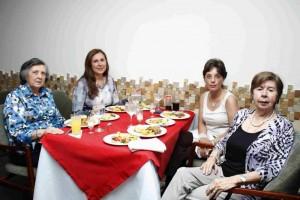 Dora de Durán, María Consuelo Durán, Silvia Prada y Margot Villamizar de Prada.