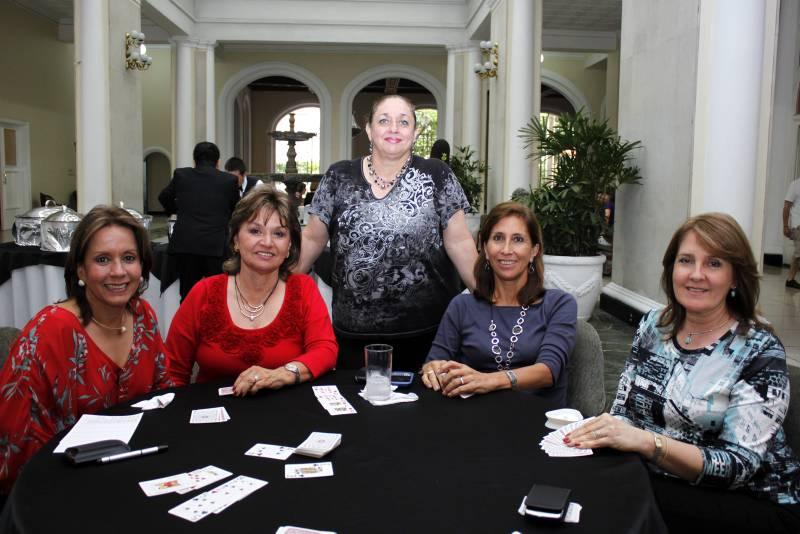 María Mercedes de Uribe, Gloria de Galvis, Yolanda Hazbón, Lucía Patiño  y Nidia García.