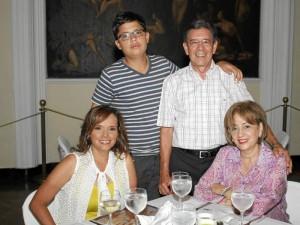 Claudia Sandoval, Yolanda Castellanos, Carlos Andrés Becerra y Ángela Castellanos.