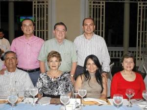 Aparecen sentados: Carlos Márquez, Mary de Márquez, Nancy Márquez y María Eugenia Granado. De pie: Mario Márquez, Jorge Mantilla y Juan Carlos Rodríguez.