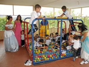 Durante todo la mañana los alumnos de divirtieron con diferentes juegos.