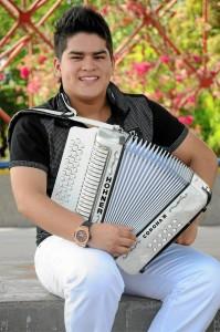 Fabio Felipe 'Pipe' Villabona forjó una carrera desde niño que hoy lo convierte en el primer rey vallenato categoría juve-nil, nacido en Santander.