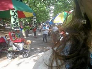 Un vecino denuncia el aumento de las ventas ambulantes en el Parque San Pío. (FOTO Suministrada Periodista del barrio)