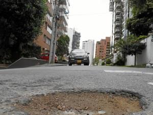 Según los residentes del lugar este hueco ha provocado varios accidentes.