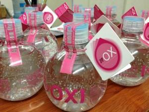 Las botellas del agua 'Viox' (por vida y oxígeno) que produce son de 330 ml y se les agrega oxígeno medicinal al 100%.