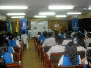 Los miembros de la tertulia también se encontraron con estudiantes. (FOTOS Suministradas)