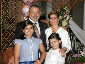 María del Carmen Ocasionez, María Gabriela Ocasionez, Raúl Ocasionez y Paola de Ocasionez.