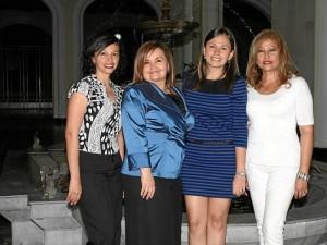 Mónica Carvajal, Gloria Isabelle Ruiz, la homenajeada y Judith Miranda Ávila.