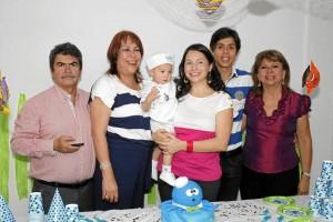 Wilson Contreras, Blanca Stella Gómez, el pequeño homenajeado, Yusara Contreras, Jorge Andrés Montaño y Leonor Rivera de Montaño.