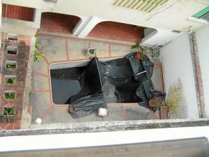 Esta es la piscina que se convirtió en criadero de zancudos, según el denunciante.