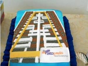 La torta de la celebración llamó la atención de los asistentes.