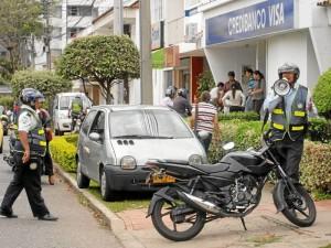 La labor conjunta entre agentes de la Dirección de Tránsito y la Policía ha sido notoria en las calles de Cabecera, donde más se repiten infracciones como la invasión del espacio público.