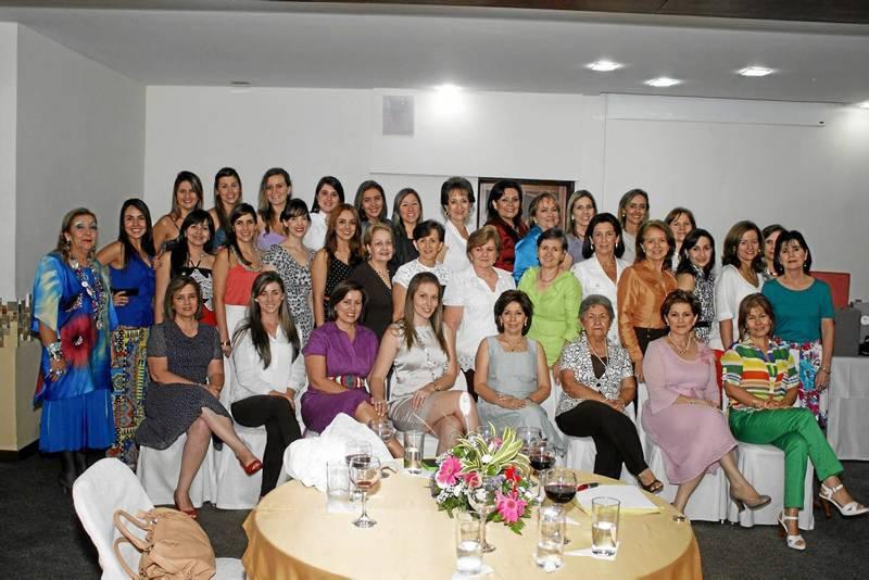 Simone Barrera Bautista y sus amigas.