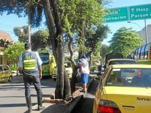 En la carrera 33 con calle 36 también había agentes de tránsito.