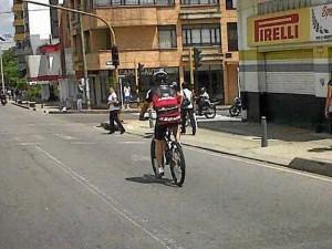 Ciclista 'deportivo' en la carrera 27.