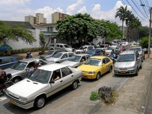 Calle de colegio San Pedrito, un día normal a mediodía