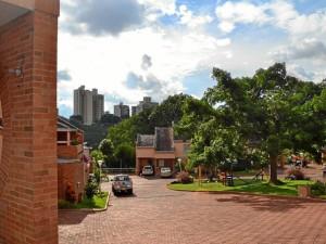 El conjunto residencial Cabecera Parque también hace parte de Cedros. Es una construcción más moderna.