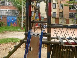 La zona de juegos de los niños, en el parque Conucos, está abandonada.