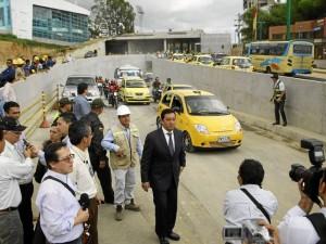 El deprimido situado en inmediaciones del centro comercial Cacique y Neomundo fue dado al servicio el jueves en la tarde, lo que descongestionará el sector.