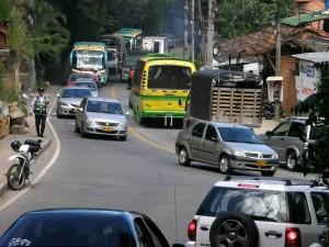 Los trancones en la ciudad, por el cierre de la vía entra la Transversal Oriental y el viaducto La Flora, no se hicieron esperar.