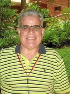 El Padre Manolo Jiménez dirige la Asociación Niños de Papel. (Foto Tatiana Celis).