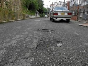 El mal estado de las vías es uno de los problemas que no ha tenido solución por varios años, denuncia el residente.