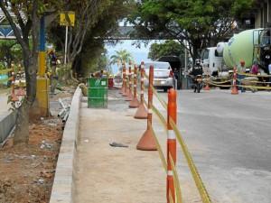 En algunos tramos la vía se reduce a una, por avances en obras del Intercambiador de Neomundo y de otra construcción vecina.