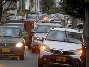Entre las 4 y 7 p. m. son las horas más congestionadas de carros en la calle 45 con carrera 36.