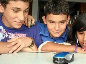 El robot es una herramienta para el desarrollo intelectual en los niños.
