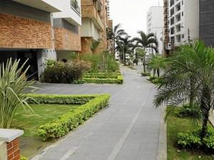 La entrada a algunos edificios de la carrera 39 con 48 le dan un toque de tranquilidad a esta zona residencial.