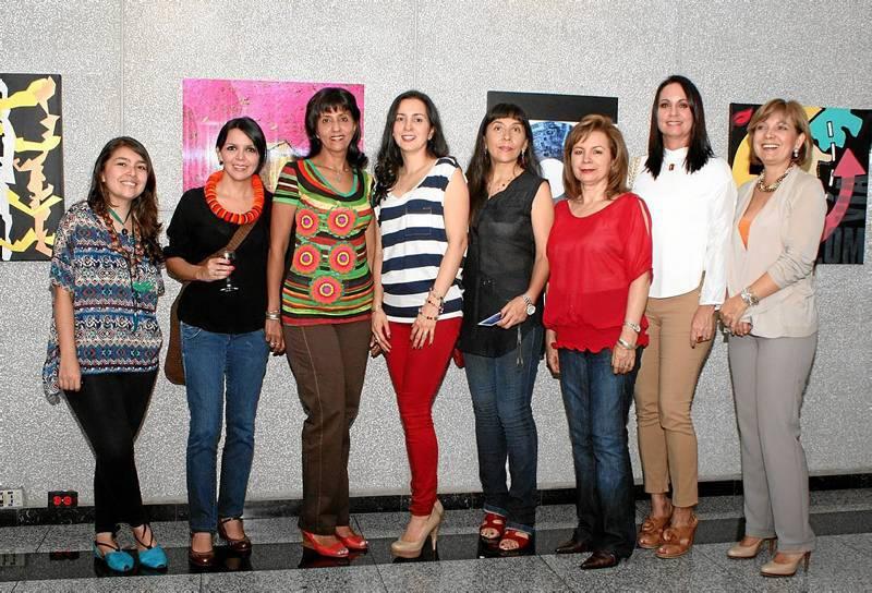 Ana Peralta, Nancy Ospina, Jadira Polo, Angélica Cala, Maribel Rivera,  Fulvia Biteri, Piedad Beltrán e Isabel Cristina Jaime de Cancino.