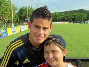 Junto a James Rodríguez en una oportunidad que tuvo de compartir con la Selección Colombia, en Barranquilla.