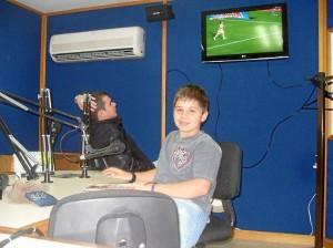 Dando sus primeros pasos como periodista, durante sus vacaciones en una emisora de Rionegro, Antioquia.