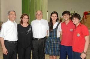 Padre Francisco de Roux, Luz Alcira Navarro, Padre Rector Eduardo Uribe, Carmen Villamizar, Juan Sebastián Pimienta y Juan Lucas Villabona.