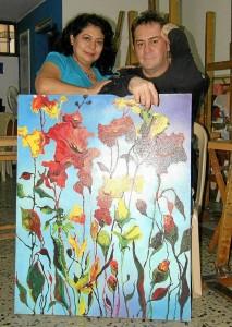 Su esposa Alba Rocío Castro Madero ha cumplido un papel importante en su carrera artística.